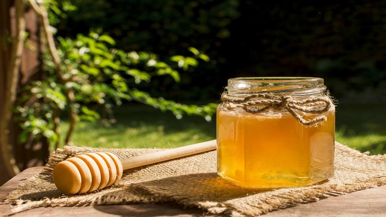 تقویت زنهای حامله و افزایش شیر زنهای شیرده با عسل