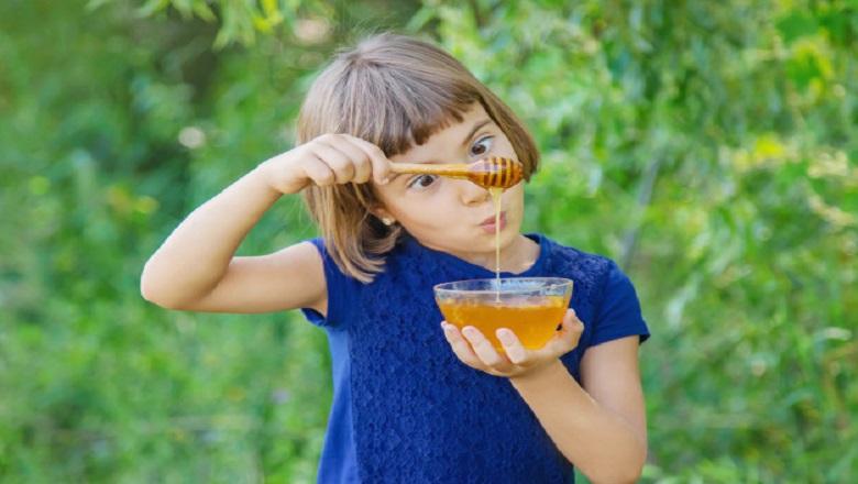 سلامت جسمی و رفتاری کودکان با عسل